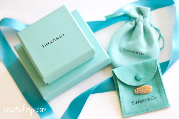 A small collection of my favorite gift wrapping ideas including this iconic blue box by Tiffany & Co.