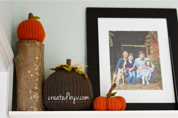 Take a look at this entryway with its simple decorative touches of autumn.